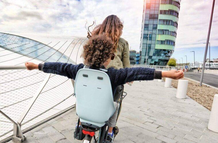 Fiets mee op vakantie? Denk ook aan een goed fietsstoeltje!